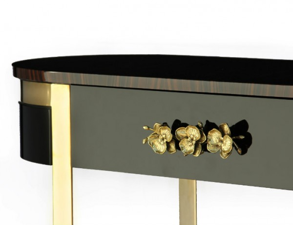 Black Console Table with golden details console tables with golden details Living Rooms: 5 Console Tables with Golden Details ft 4 600x460