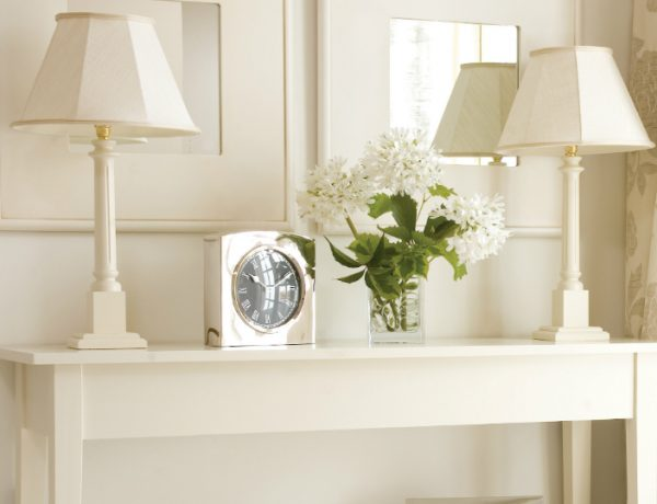 modern console table How To Decorate Your Modern Console Table feat 1 600x460