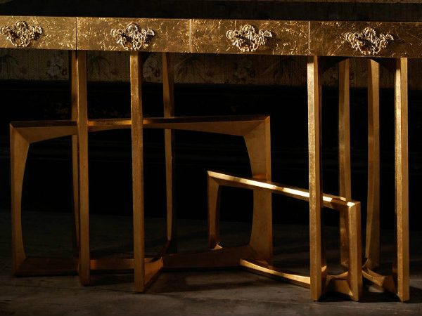 golden console tables 15 Jaw-Droping Golden Console Tables 000 2 600x450