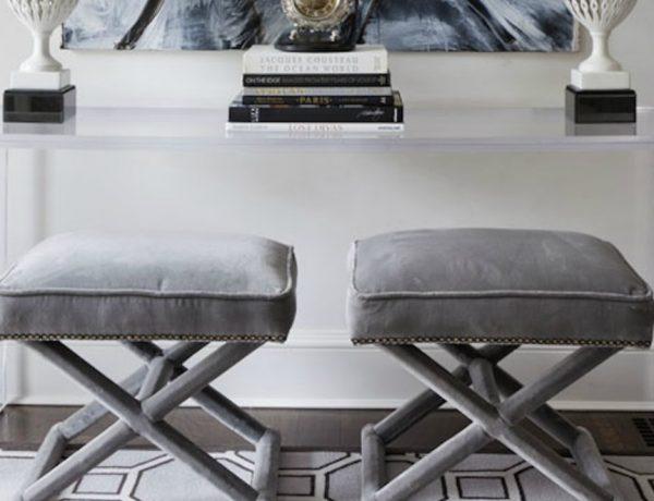 acrylic console tables Acrylic Console Tables: The Trend you need to know Decorar con taburetes decoracion interiorismo IconsCorner 23 1 600x460