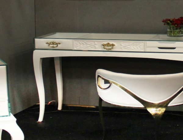 vintage console tables Discover 10 Vintage Console Tables Soho White Console Table by Boca do Lobo 1 featured 600x460
