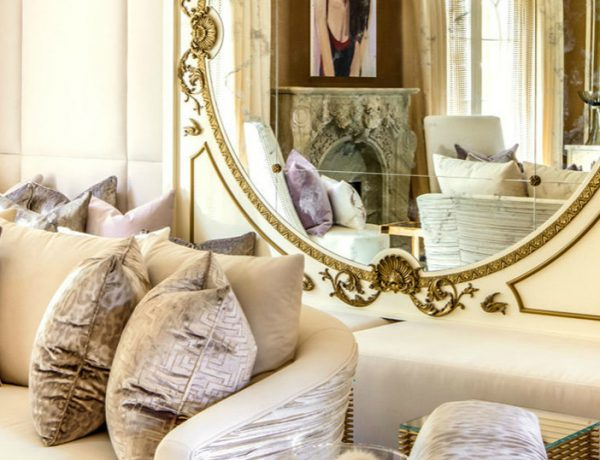 wall mirror How a Wall Mirror Can Bring a Glamorous touch to Your Console Table pic123 featured 600x460