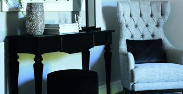 modern console table Modern Console Tables By Isabella Constantini featured2 370x190